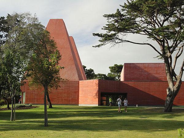 Souto de Moura's Casa das Histórias Paula Rego - Minimalist Architecture